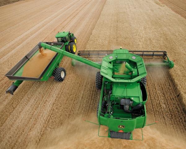 Уборка без простоев. Приживется ли в России технология выгрузки зерна на ходу