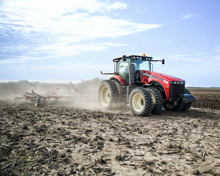 Компания РОСТСЕЛЬМАШ представила модернизированные тракторы