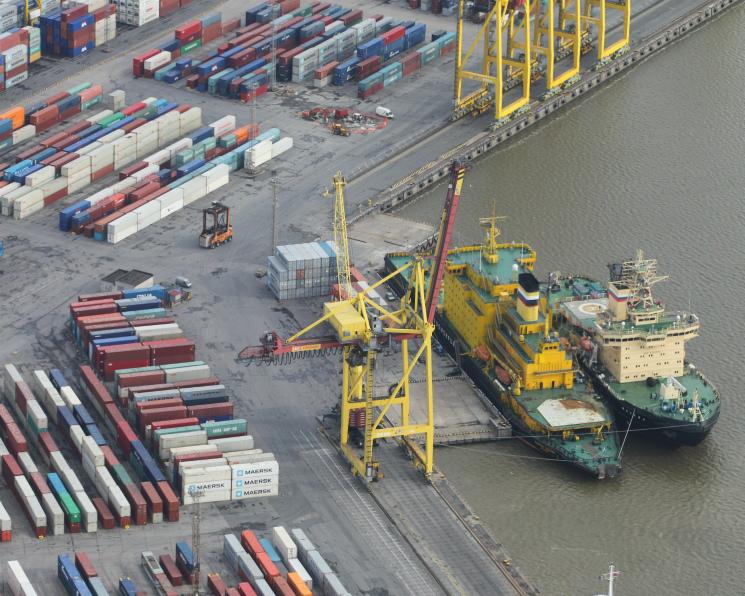 Экспортеры жалуются наперебои споставками шрота через Прибалтику