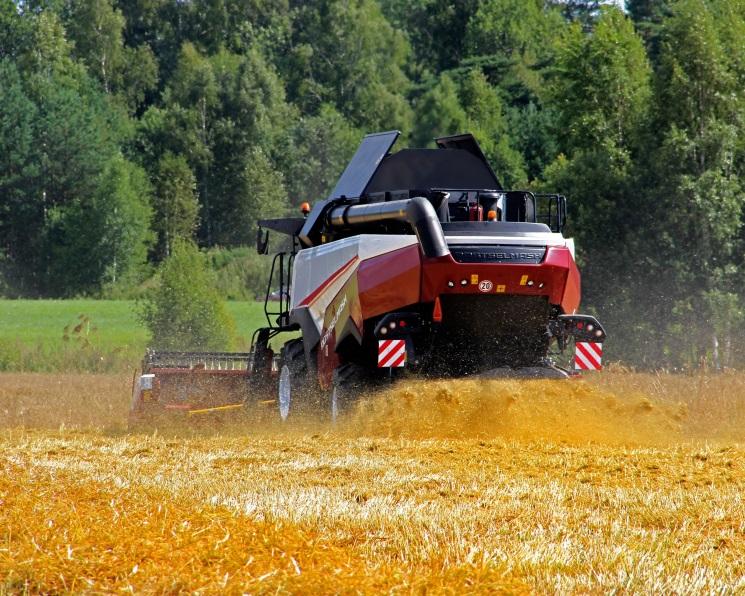 Минпромторг выделит еще 2 млрд рублей напокупку сельхозтехники