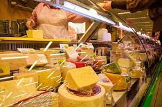 Алексей Гордеев поручил проверить качество мяса птицы и сыров
