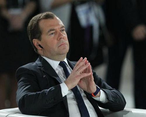 Медведев призвал использовать научные наработки для развития АПК