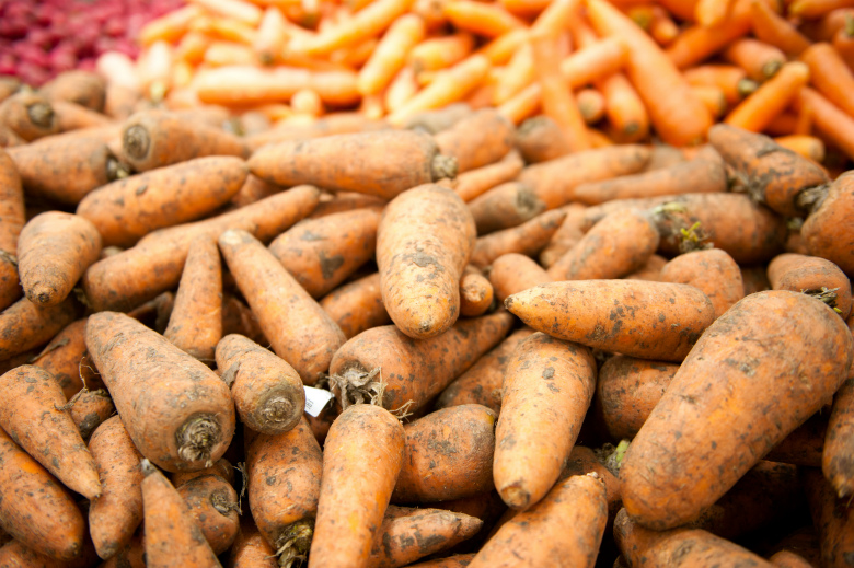 2. Морковь