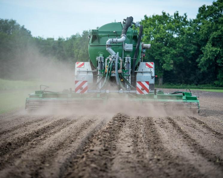 Аграрии увеличили закупки удобрений на 18,2%