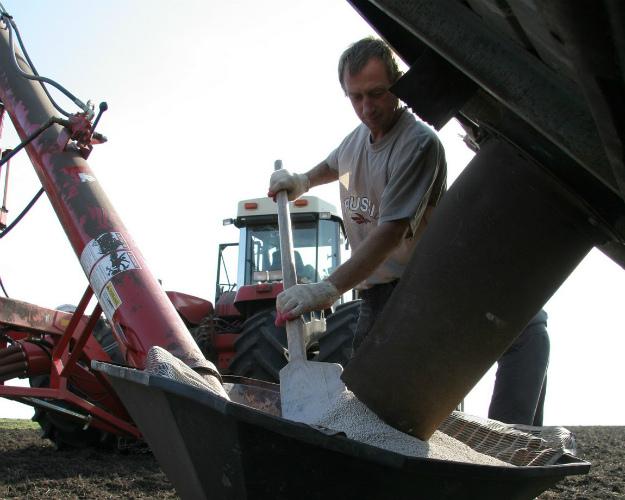 Аграриям осталось купить менее 1 млн тонн минеральных удобрений