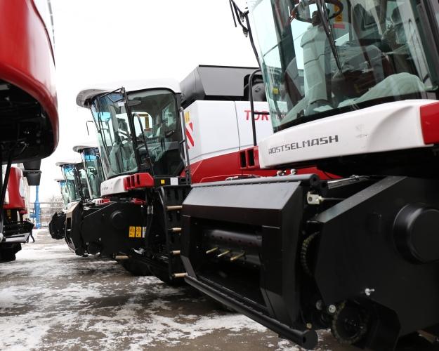 Минпромторг ожидает двукратного роста продаж сельхозтехники вэтом году