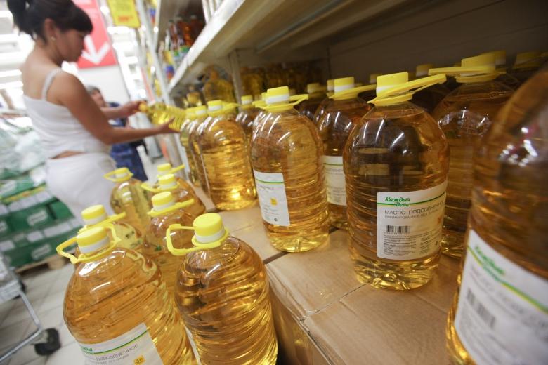 2) Значительнее всего— на 37,2%— за год подорожало подсолнечное масло