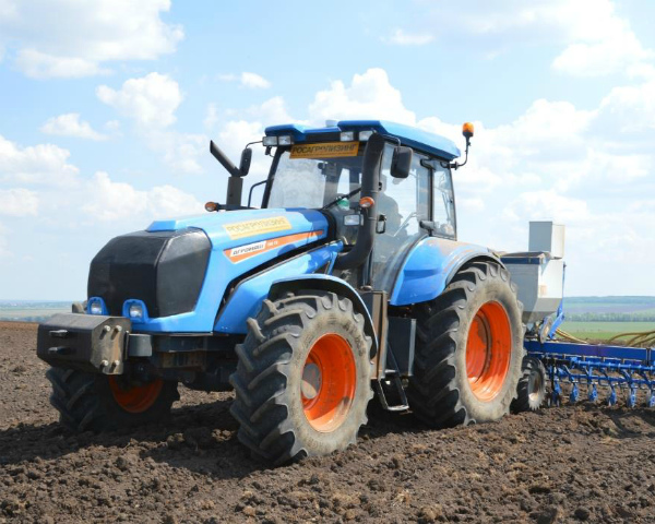 «Тракторные заводы» готовят к выводу на рынок колесный трактор класса 3