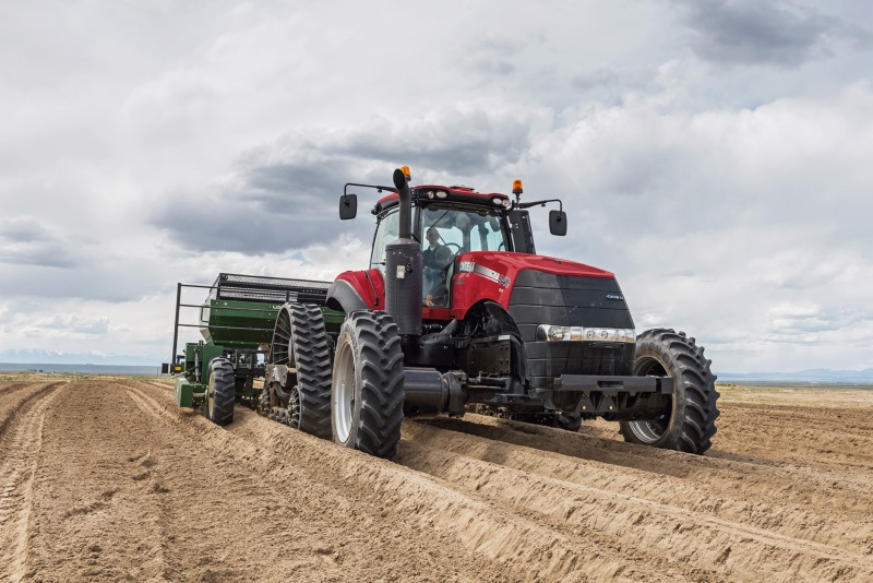 Средний вес трактора составляет не менее 10–20 т