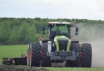 Партнерский материал: CLAAS: Ввосьми регионах входе полевых демонстраций была подтверждена экономичность тракторов XERION 5000 иAXION 950